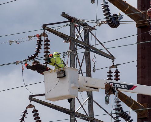 Outside lineman work to fix single-pole transmission